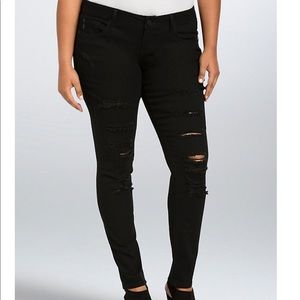 Torrid black ripped, destruction skinny jeans